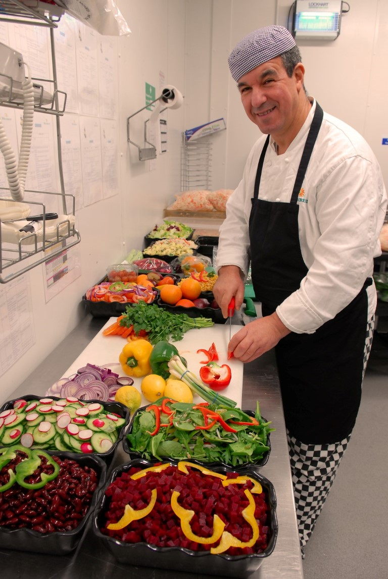 Temporary kitchen and restaurant at north middlesex hospital for Fresh chef kitchen